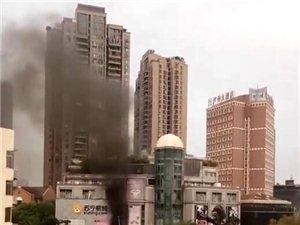 泸州钟鼓楼附近一蛋糕店突发火灾