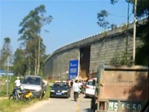 党州至兴业龙江段高速路边坡倒塌