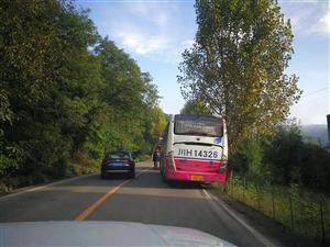 火神庙,车占道导致后续车辆无法正常行驶