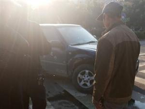 泗安的一起车祸,起亚和皮卡相撞后结果令人意外