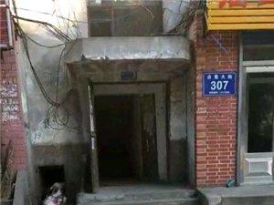 顺意小区十七号楼三单元地井井盖失踪多日,孩子出门差点掉进去,谁来负责这个?