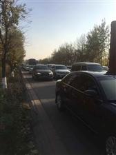 106与滨湖大道堵车,提醒司机绕行