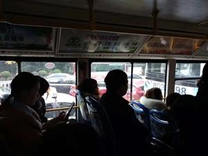 因浓雾天气,能见度低!宜宾多个收费站暂时关闭!宜宾堵车堵出大都市的感觉!