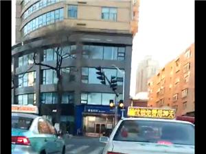 中环的交通灯坏了,都堵在这了