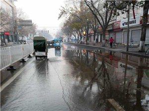 黄河二路与黄河三路之间,渤海七路哪里漏水...
