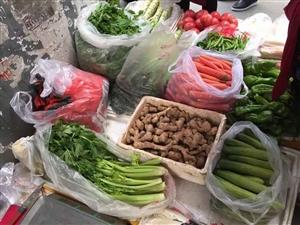 苍溪北门沟路菜市场外的街道以前是拥挤的人...