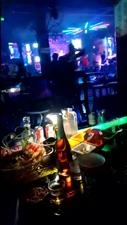 第一次跟朋友去酒吧好刺激,难怪男人都喜欢在外面花天酒地!