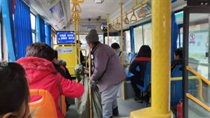 安康一拾荒老人坐公交被拒载,你怎么看?