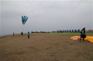 澳门威尼斯人娱乐官网的滑翔伞培训基地!太刺激了!