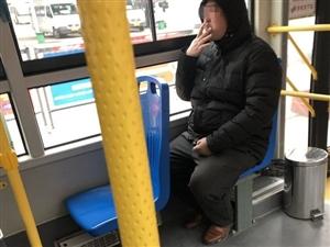 原来荆门的公交车上是可以吸烟的!