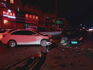 萧县:两车深夜相撞引事故