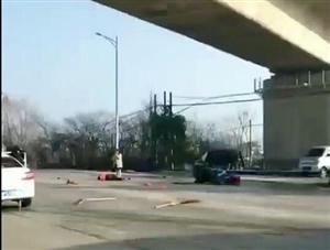 长和线发生严重车祸,环卫工被撞飞倒地不起