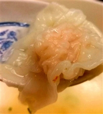 小馄饨虾仁猪肉馅,春卷白菜冬笋肉丝,买回来的小馄饨