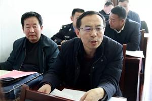 政协府谷县第九届委员会第四次会议分组讨论会上委员们踊跃讨论发言