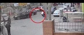 大连女子当街被连捅十多刀,行凶者嚣张面对警察口出狂言