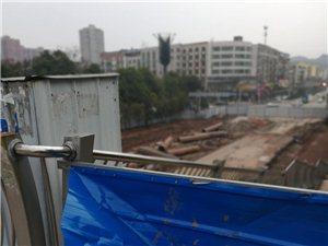 车站到县医院的龙滩大道围起来那么久都没有修好?