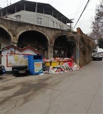 东坝二组的垃圾堆积如山,无人问津