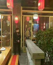 江小龙老火锅,菜品吃100送50,免费办理贵宾卡全单85折,喝多少送多少瓶啤酒。