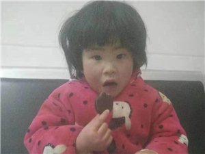 新县一3-4岁小女孩走失,有认识的请速与城关派出所联系