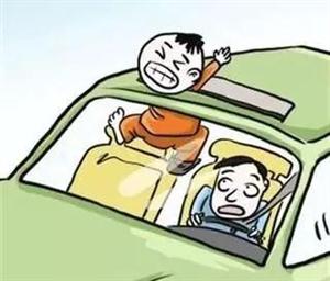 萧县八公里一女司机抱小孩、穿拖鞋驾驶车与自行车相撞