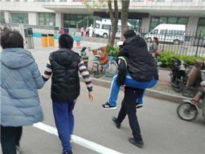 【正能量】滨州交警紧?#26412;?#21161;心脏病病人!