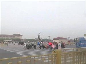我爱北京天安门,天安门上太阳升~