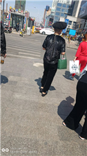 �R�R哈��北方新天地�T口偶遇一��人,大家�臀铱纯催@是啥�l型?