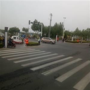 冀州鱼市红绿灯交警开始查非机动车了