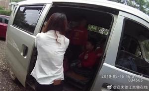 """望江交警查获一辆无合法资质且严重超员的""""黑校车"""",荷载8人实载20人。"""