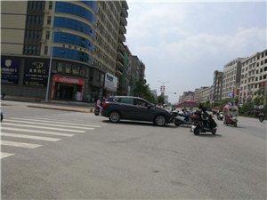 新赣东北商贸城前面有一起事故