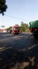 冀州西环路口双冢村,两半挂车给追尾了