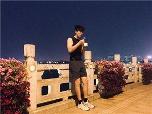 """张亮来滨州了,定位在中海,他的一条微博引起了网友的热议,""""第一次离张亮这么近,求偶遇!"""""""