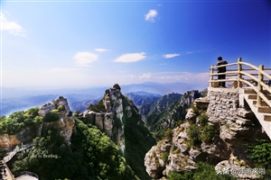 """这座北方""""黄山"""",号称""""北方第一奇山"""",拥有国内最长玻璃栈道"""