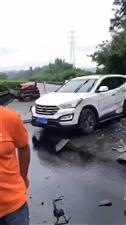 货车漏油致路面打滑,厦蓉高速纳溪段多车相撞,致2人死亡