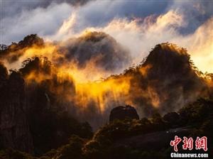安徽�S山�F云海景�^