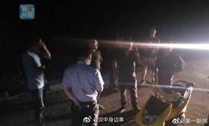 宁强:民警及镇村干部深夜进山搜救走失老人