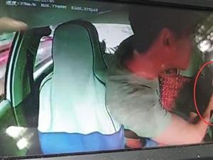 泸州醉酒男子殴打正在行驶的出租车师傅,险酿车祸!