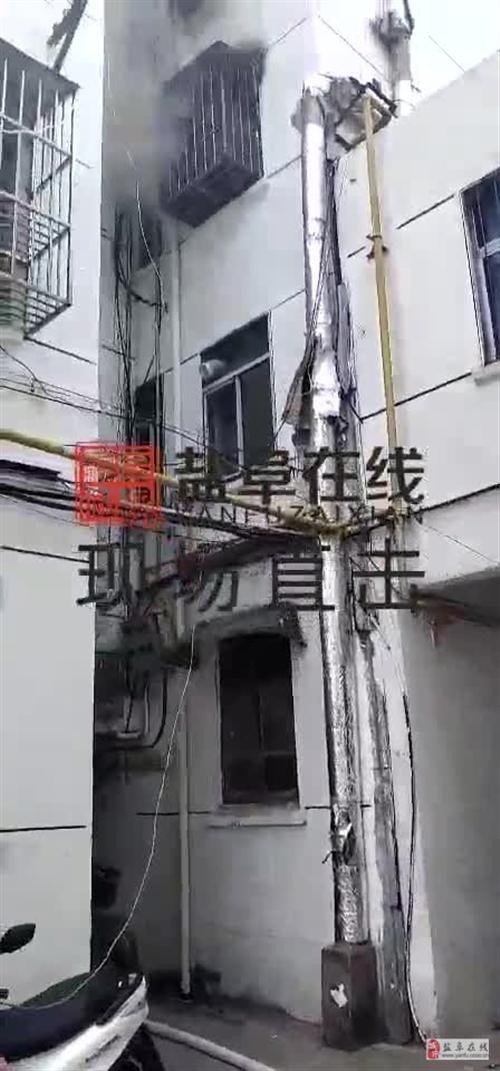 阜���倮�路汶河�店��热��敲俺���,失火了!