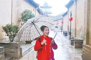 洛阳六旬奶奶当主播成网红 幽默逗趣吸引众多粉丝