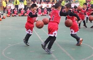 交城县坡底幼儿园举行花式篮球操展示活动(图)