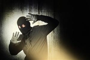 略阳男子边远乡村入室盗窃 民警顺线追踪抓获嫌犯