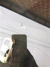 我开车去马口时被气枪打中档风玻璃