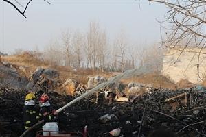 灵璧县城钟灵大道路北附近一村庄发生火灾