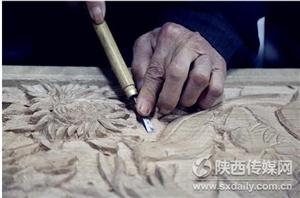 商洛民间木雕传承人:生活能用上我就一直雕刻下去