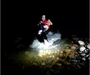 南溪警察好样的!跳入刺骨的江水救起轻生母女