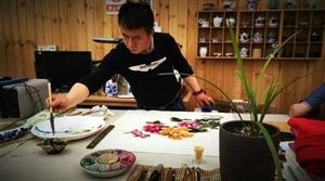 青年画家殷宏昌 用牡丹描绘多彩人生