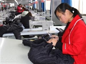 光山:留守妇女和贫困农民不出门在家门口就业