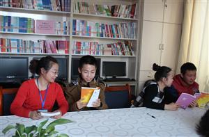 """甘州区东街长沙门社区  开展""""大手牵小手、争做书香少年""""读书活动"""