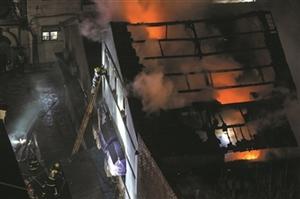 昨夜杭州解放路中山中路口 长江照相馆等多家老房子起火
