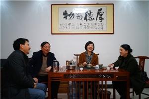 鄱阳政协副主席闵小琴一行走访看望妇女界政协委员包晚霞